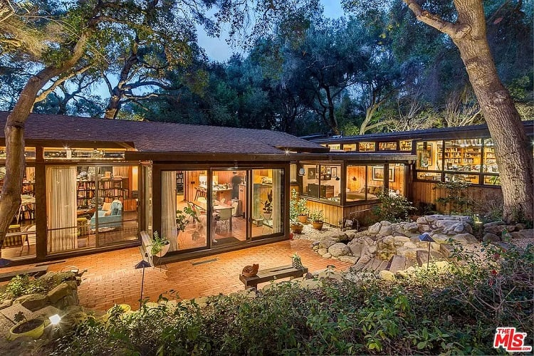 The real-life house in Calabasas, California that served as filming location for Jackson Maine's house in A Star is Born.