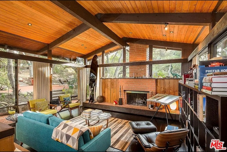 inside the living room of Jackson Maine's house in A Star is Born movie
